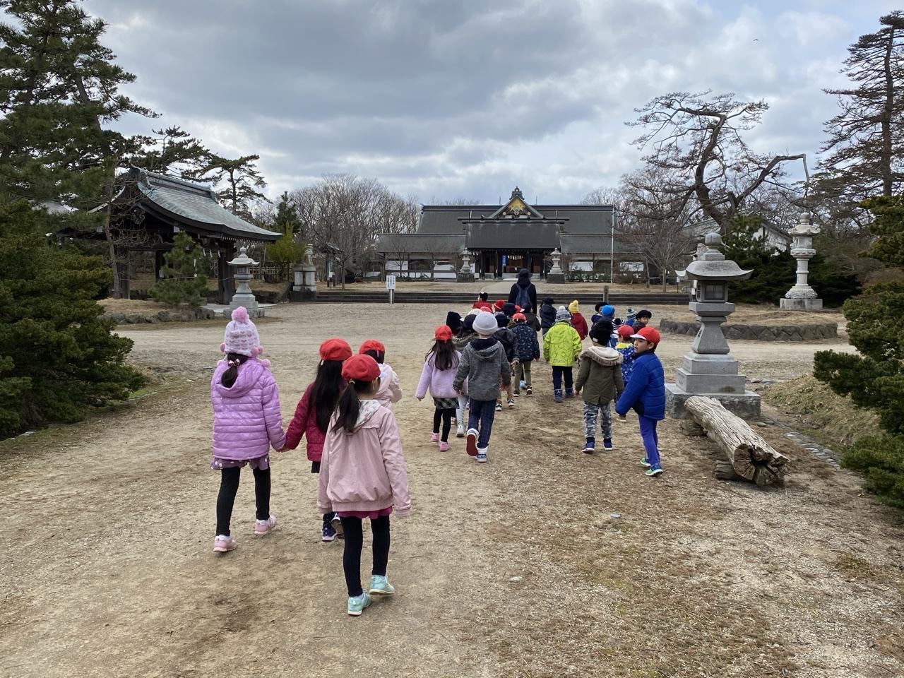 幼稚園の近くの神社へ⛩